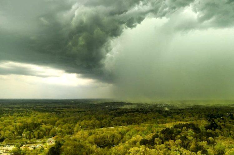 Storm-clouds-pollen-over-Durham-750x499